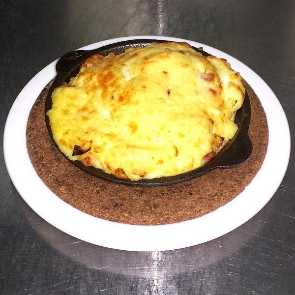 Картофельное пюре, запеченное с беконом в печи