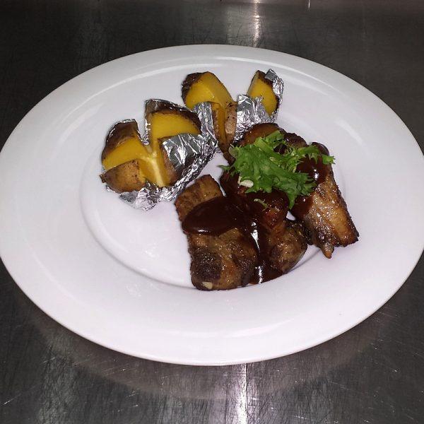 Свиные ребрышки с отварным картофелем